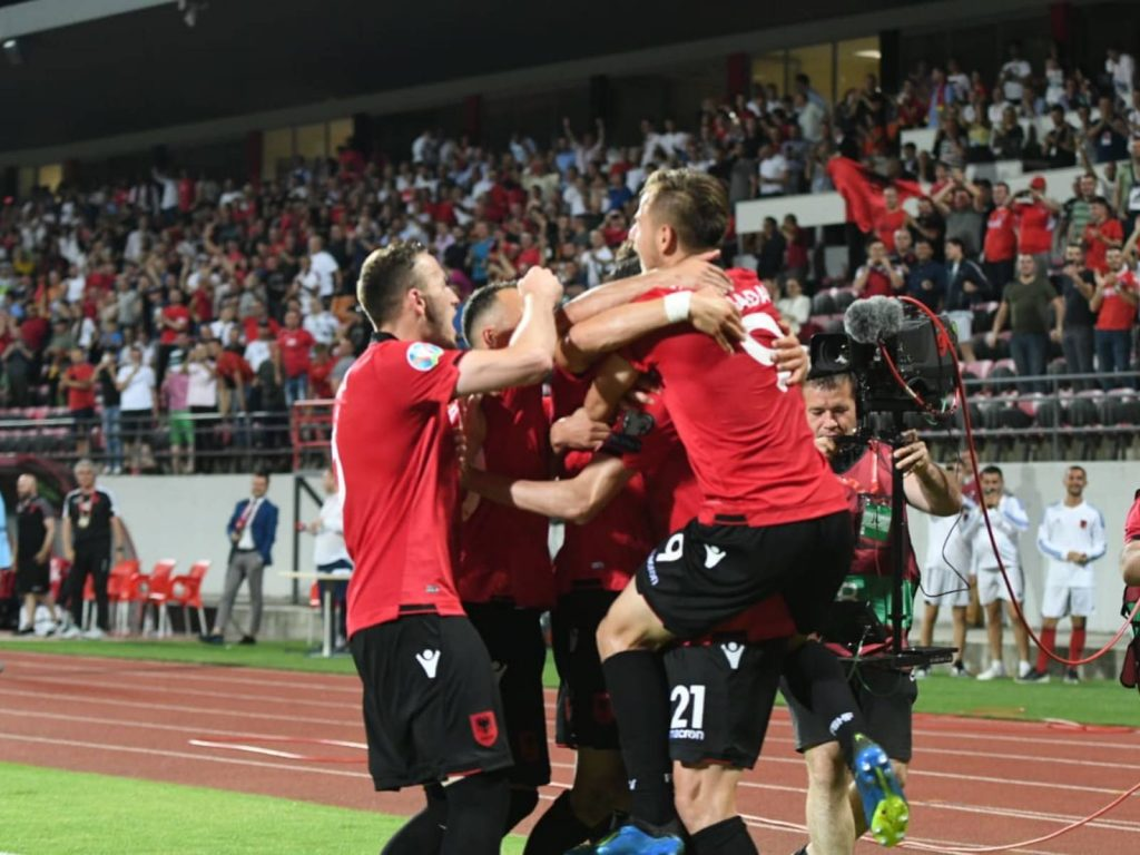"""""""Lumturi moldave"""" e Kombëtares, trajnerit Reja dhe presidentit Duka"""