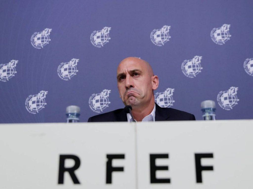 KLUBET SPANJOLLET REFUZOJNË Federatën, klubet tona i lëpihen FSHF-së