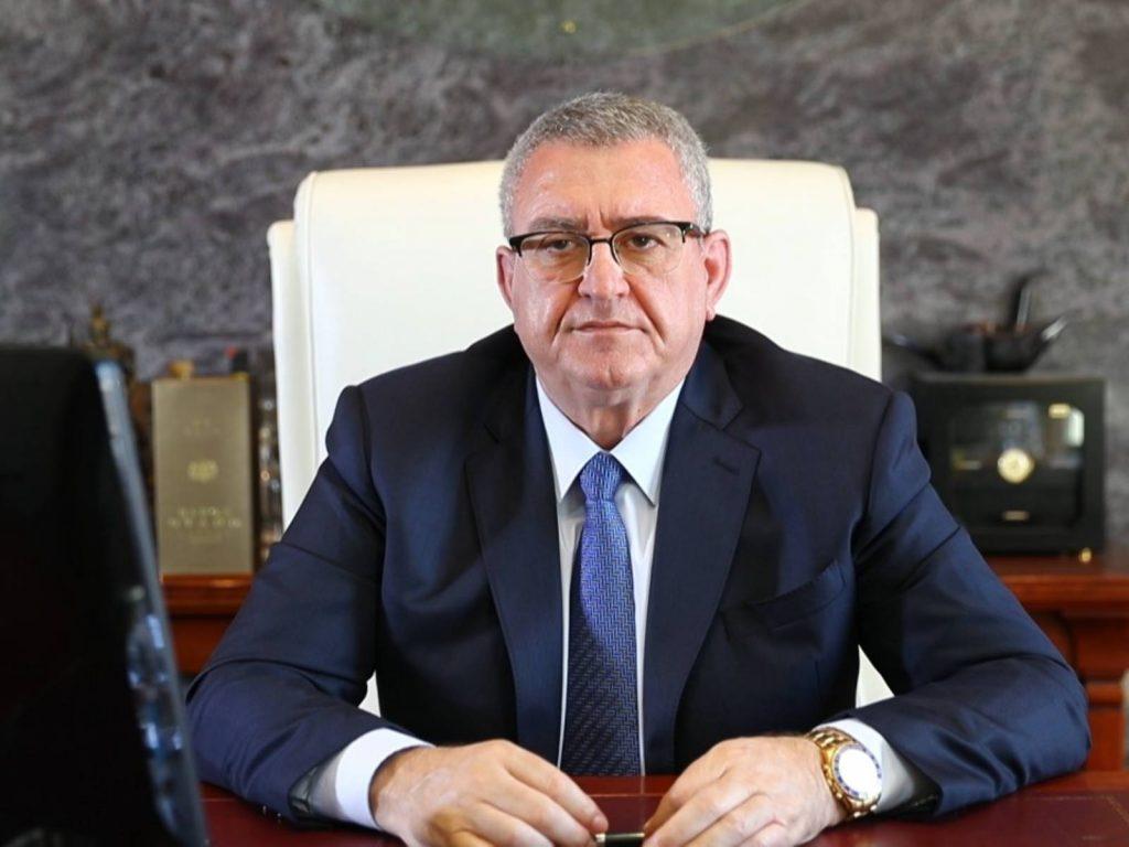 """Presidenti Duka flet nga Italia e radio """"Kiss, kiss"""" si ..doktor honoris causa"""